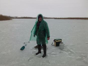 Дождь на зимней рыбалке